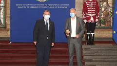 Каракачанов отличава с плакет на МО за Деня на будителите