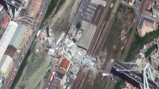 Акциите на оператора на падналия мост в Генуа се сринаха с 24%