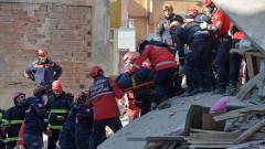 Спасиха 5-годишно момиченце изпод руините в Турция