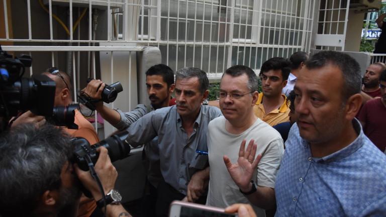 Турски съд отхвърли искане за освобождаването на американския пастор Андрю