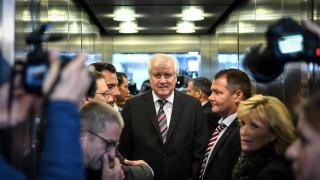 ХСС ще се опитат да запазят управлението на Меркел стабилно