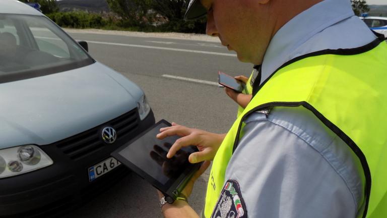 Арестуваха двама полицаи за измами с проби за алкохол в Търново