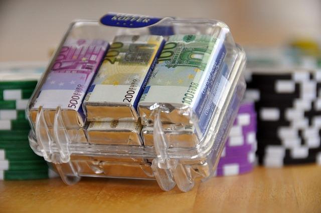 EUR/USD удари ново 7 седмично дъно в 1.3253 долра в началото на европейска днешна търговия