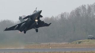 Френски екстремисти убити при въздушни удари в Сирия