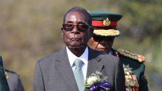 """Вместо оставка, """"Лека нощ!"""" от Мугабе"""