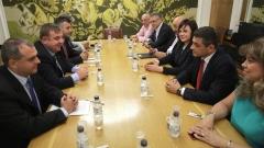 БСП и ВМРО единни за вредността на Плевнелиев, но на вота отиват поотделно