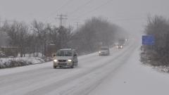 Обилен снеговалеж затвори и Котленския проход