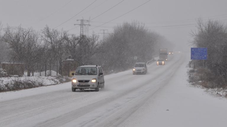Община Суворово обяви бедствено положение заради снега, съобщава БНР. Кметът