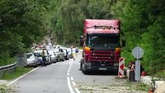 Затварят на интервали пътя Асеновград - Чепеларе заради обрушване на скали