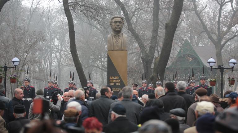 Да защитаваме историческия избор, който Левски направи за нас, зове Плевнелиев