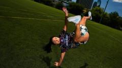 Как едно момиче скри топката на футболистите на Арсенал