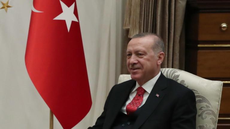 Турски съд прати в затвора 27 академици, подписали през 2016