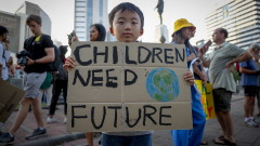 Хиляди ученици по света пак настояват за повече действия срещу климатичните промени