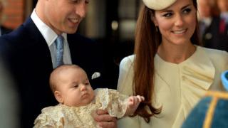 """Принц Джордж беше кръстен на скромна церемония  в """"Сейнт Джеймс"""""""