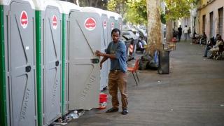 """Полицията разтури мигрантския лагер """"Мрачната улица"""" в центъра на Рим"""