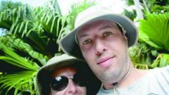 Алекс Раева и DJ Дончо се гушкат на Филипините