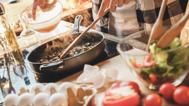 Грешките в готвенето, които правят храната опасна