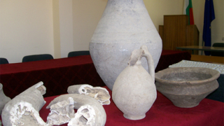 Задържаха иманяри, разкопавали тракийски могили