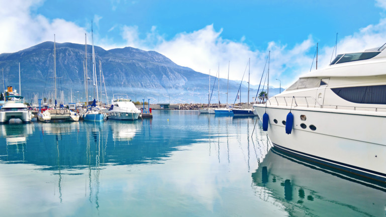 Гърция затваря курортите си заради коронавируса
