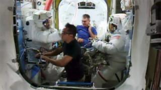 """""""Космическа разходка"""" за поправка на роботизираната ръка на МКС"""