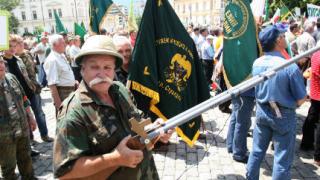 Не искаме земя без дивеч и води без риба, изригнаха над 5000 протестиращи ловци в София