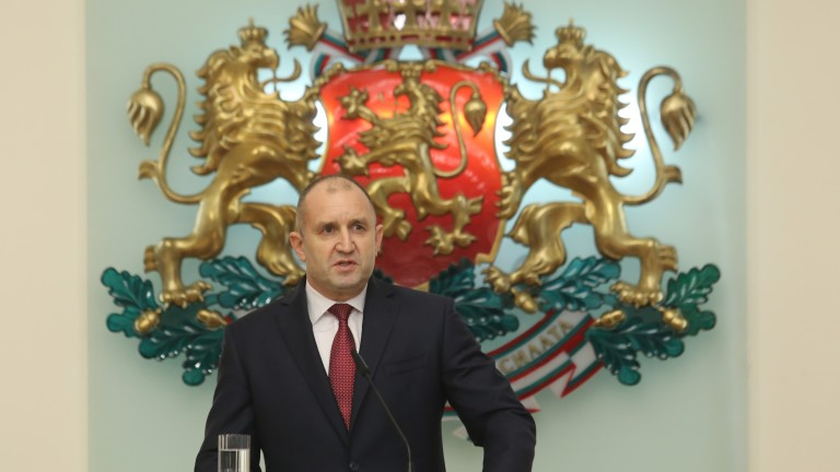 Румен Радев атакува в КС законотворческата практика на депутатите