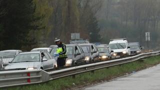 Пореден ден с опашки от автомобили на изходите на София