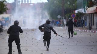 Продължиха военното положение в Тунис