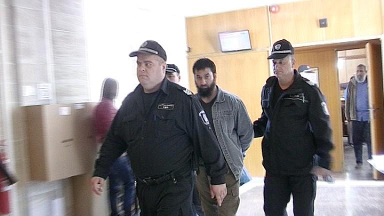Ахмед Муса се върна в махалата в Пазарджик като герой