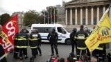 Полицията в Париж използва сълзотворен газ срещу протестиращи пожарникари