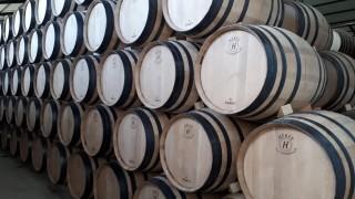 Семейният бизнес за  ръчно производство на бъчви за вино, който носи годишни продажби до $2 милиона