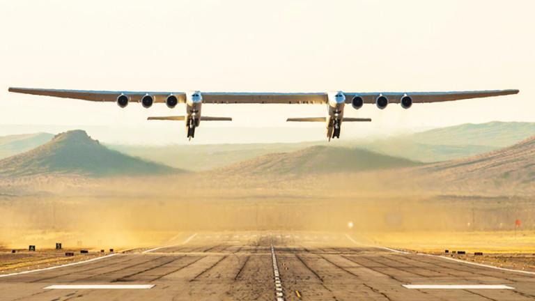 Stratolaunch, който е най-големият самолет в света и е летял