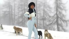 Джорджина е секси и в снега
