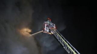 Пожар унищожи къщи и автомобили край Атина