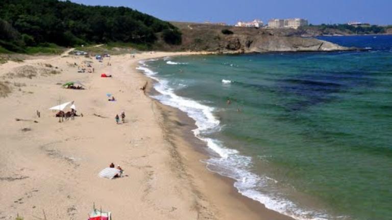 Спасител охранява доброволно един от най-опасните български плажове