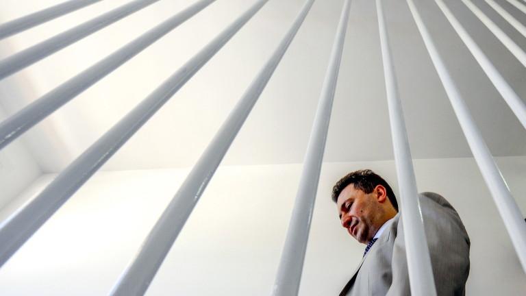 Бившият македонски премиер Никола Груевски бе заснет от журналисти в