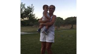 Катето Евро заведе внучката си в Гърция