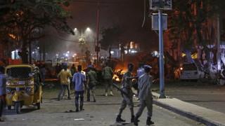 Десетки загинали при атентат в Сомалия