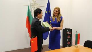 Ангелкова обсъди с новия посланик на Китай у нас перспективите за сътрудничество