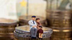 Политиците да информират хората за втората пенсия, призовават експерти