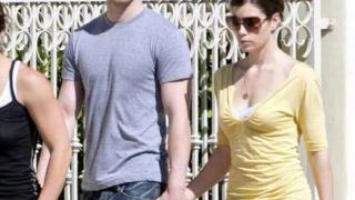 Тимбърлейк и Джесика Бийл се сгодиха?