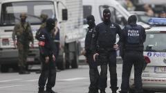 Мъж намушка с нож двама полицаи в Брюксел, подозират тероризъм
