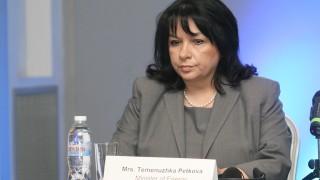 Теменужка Петкова остава министър заради подкрепата на Борисов
