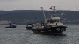 Гневни рибари блокираха с кораби канала към Варненското езеро