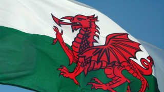 Уелс налага двуседмична блокада: Всички да си останат по домовете