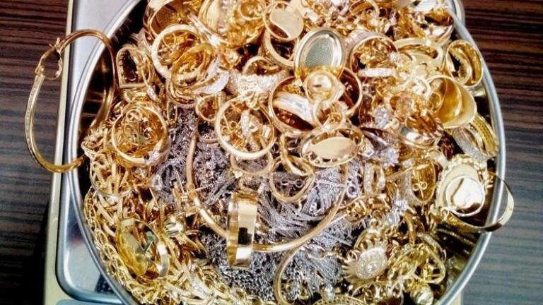 Над 600 гр. злато крие на границата румънка в бельото си