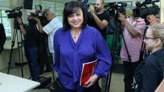 Нинова пита жените управляващи защо не са възмутени от веригите на Иванчева