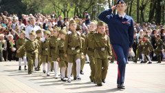 """В Русия накараха деца да маршируват на """"парад на предучилищните войски"""""""