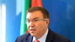 """""""Няма да стане!"""": Ангелов иска оставката на шеф на болница, отказала да приеме COVID пациент"""
