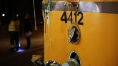 """Бус се блъсна в трамвай на """"Ботевградско шосе"""""""
